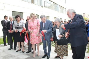 AGO- Avedisian Ribbon Cutting